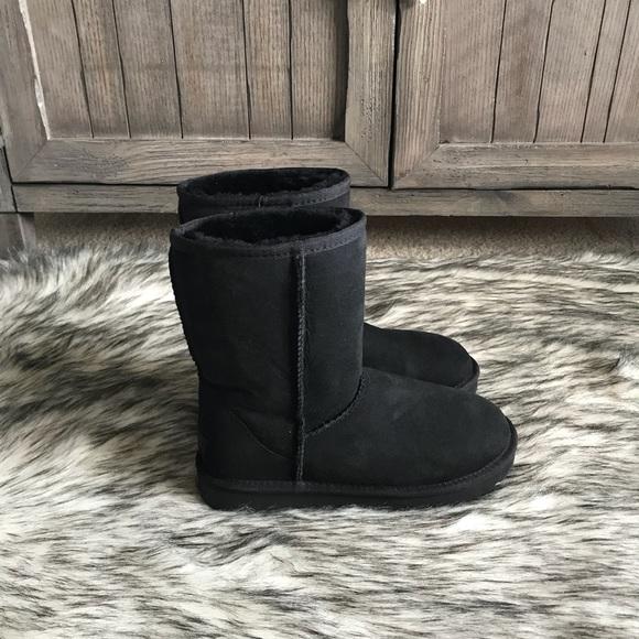 4156b399222 ✨Women's UGG Classic Short II Boot in Black. ✨